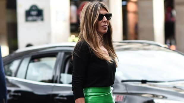 nina-garcia-elle-paris-fashion-week-ss20-green-prada-skirt-pink-flower-street-style (1)