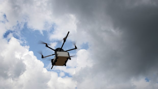 drone-delivery-shopping-fashion-brands-th