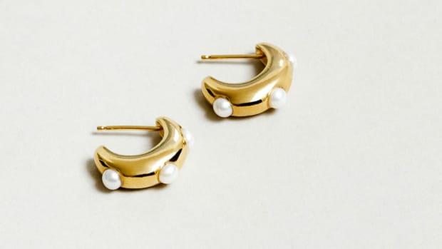 wolf-circus-isla-pearl-earrings