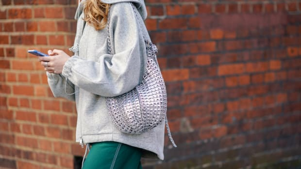 woman-street-style-hoodie-phone-getty-images