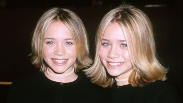 mary-kate-ashley-olsen-flippy-hairstyle-promo