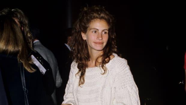 julia roberts white sweater 1989 (1)