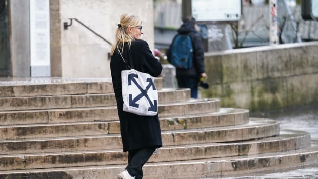 paris-fashion-week-march-2020-off-white-tote-bag