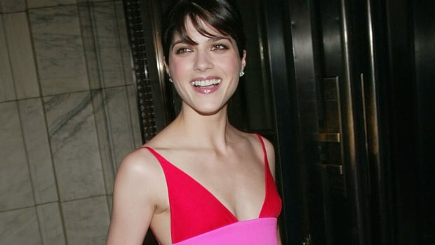 selma-blair-isaac-mizrahi-cfda-awards-2004-1