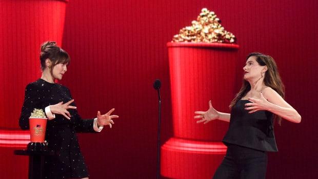 Elizabeth Olsen and Kathryn Hahn accept the Best Fight award for 'WandaVision'