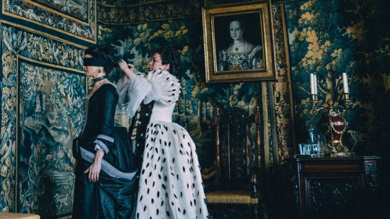 No Makeup and Black-and-White Costumes Allow the Women of 'The Favourite' to Shine