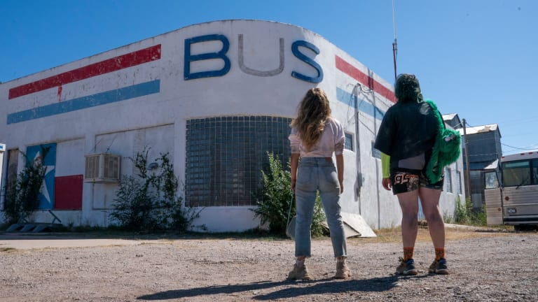 The Road Trip Costumes in 'Unpregnant' Pay Homage to 'Thelma & Louise'