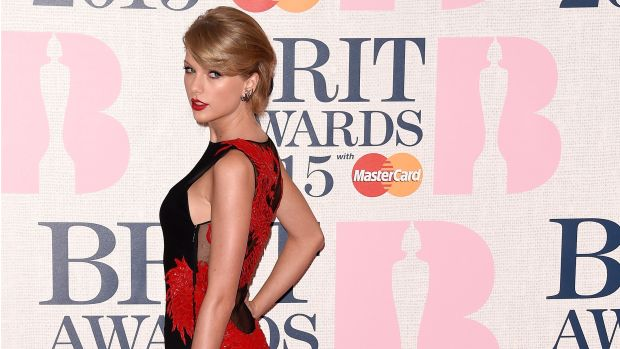 main-taylor-swift-red-black-dress-brit-awards-2015.jpg