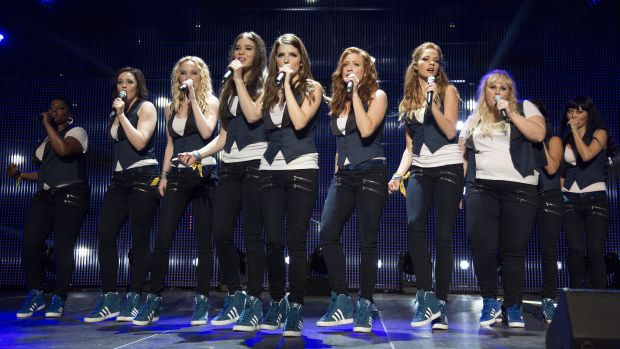 main-pitch-perfect-2-bellas-on-stage-paige-jeans.jpg