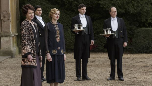 main-cora-lady-edith-downton-abbey-season-six.jpg