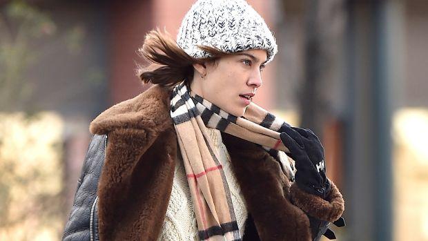 HP-Alexa Chung wearing a Burberry scarf in New York, 19 January 2016.jpg