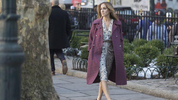 main-divorce-sjp-printed-coat-dress.jpg