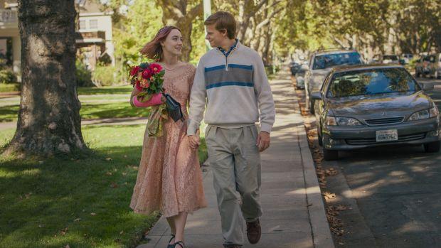 main-lady-bird-saoirse-ronan-lucas-hedges-thanksgiving-vintage-lace-dress