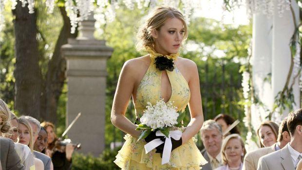 main-gossip-girl-serena-van-der-woodsen-blake-lively-yellow-ralph-lauren-dress