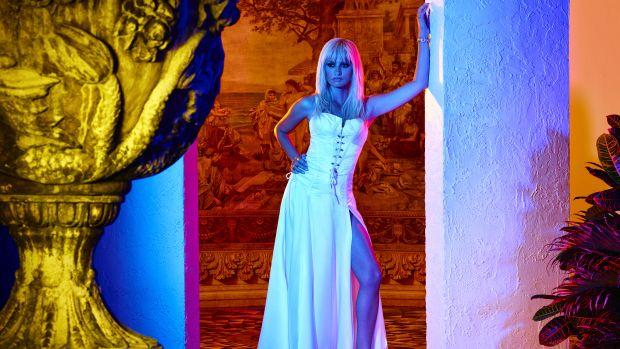 main-the-assassination-of-gianni-versace-american-crime-story-donatella-penelope-cruz-white-dress