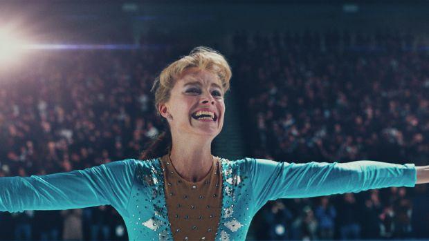 main-i-tonya-harding-margot-robbie-blue-ice-skating-outfit