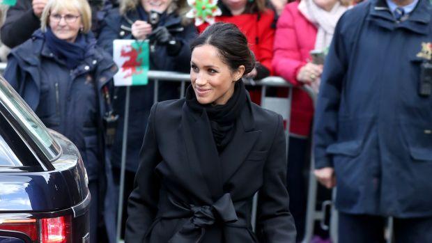 hp-meghan-markle-wore-black-stella-mccartney-coat