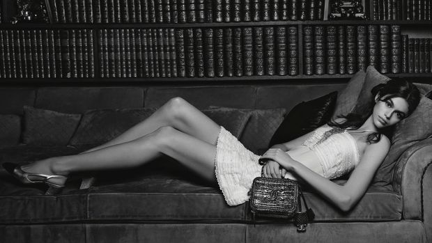 2018-Handbags-ad-campaign-pictures-by-Karl-Lagerfeld_LD