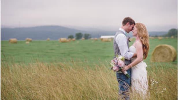 3ee99ef7b3caea4c373debd504b88e346ea3e9a1_rustic-chic-mountain-wedding-luray-virginia-1.jpg