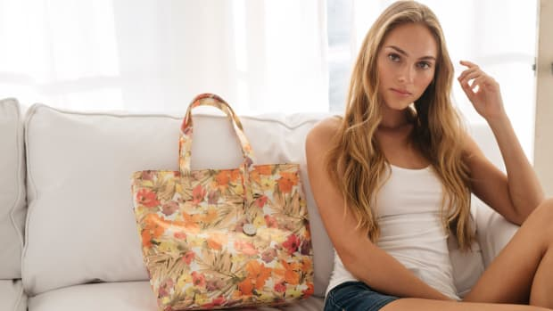 vegan tote in floral - cat on couch landscape - Svala