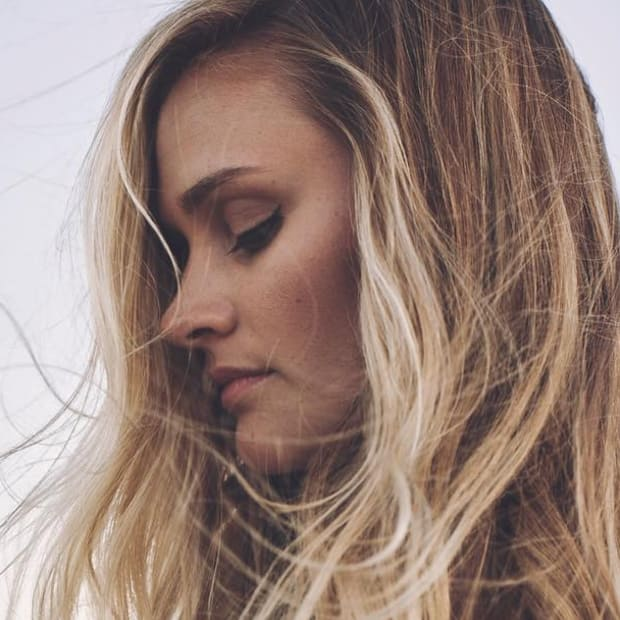 blonde-hair-shampoos-promo