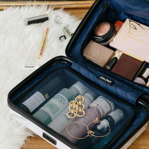 travel-makeup-bag-promo