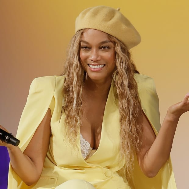 main-tyra-banks-sports-illustrated-swimsuit-on-location-yellow-suit