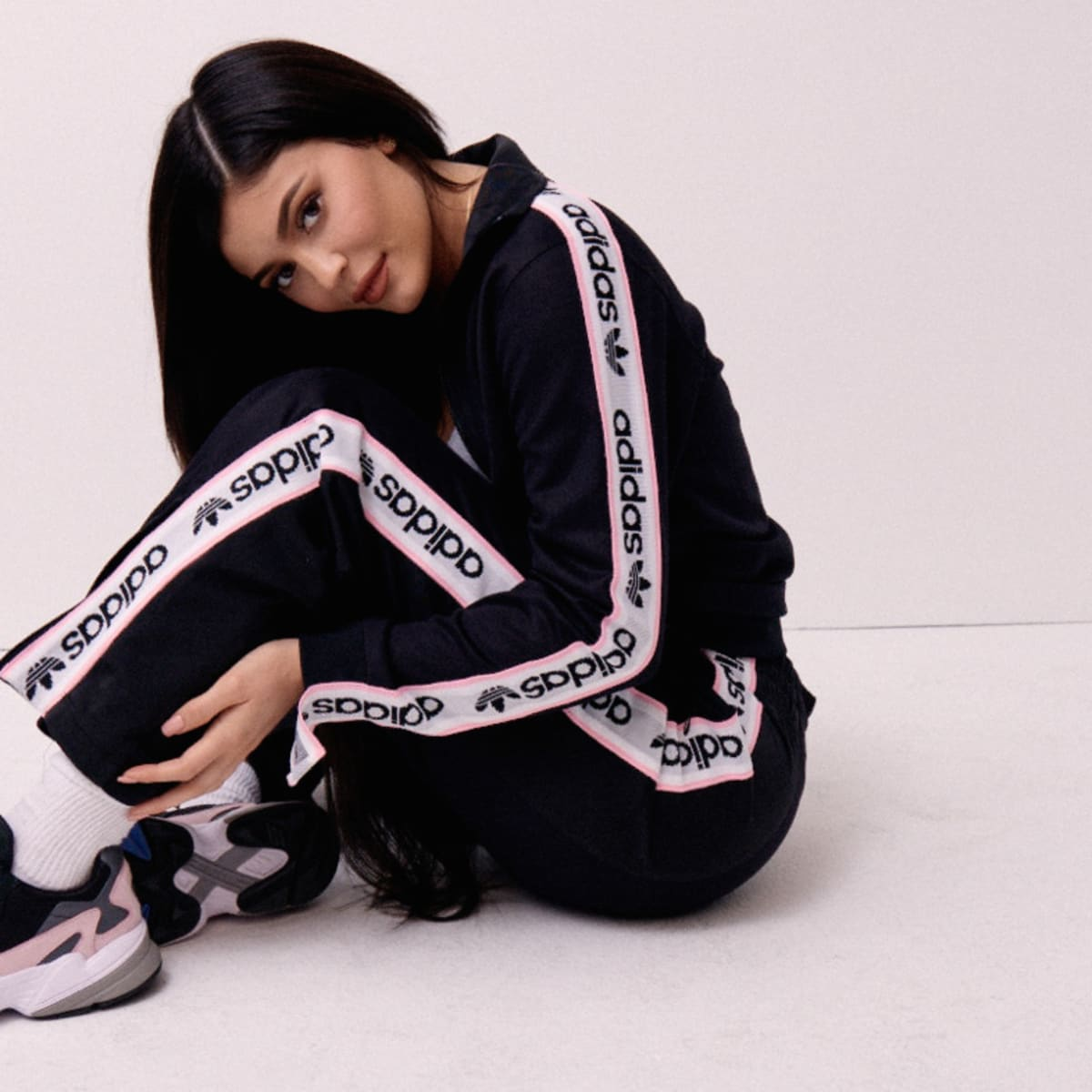 selección premium calidad primero Boutique en ligne Kylie Jenner Ditches Puma to Join Her Family at Adidas [Updated ...