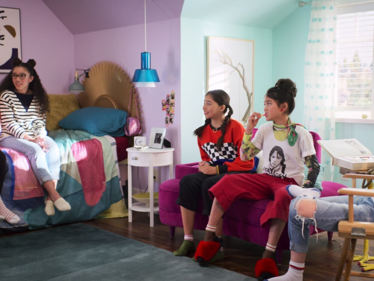 The Costumes In Netflix S The Baby Sitters Club Are Peak Cool Tween With A Dash Of Nostalgia Fashionista