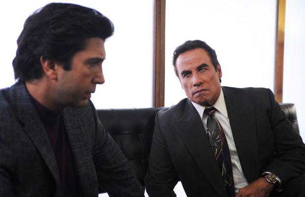 Robert Kardashian (David Schwimmer), Robert Shapiro (John Travolta) and Shapiro's snazzy '90s tie. Photo: Ray Mickshaw/FX