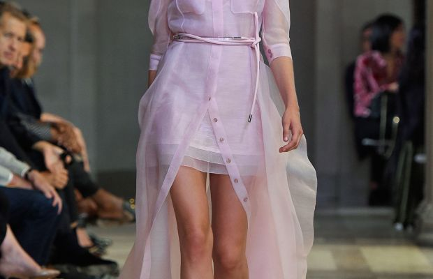 A look from Carolina Herrera's spring 2016 collection and Moda Operandi's best-selling dress Photo: Imaxtree