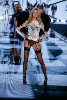 new-vs-angels-2015-supermodel-martha-hunt-north-carolina-victorias-secret-hi-res.jpg
