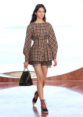 women_Dior_Cruise2016_01.jpg