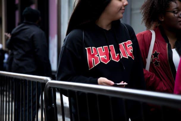 kylie-jenner-new-york-pop-up-scene-3