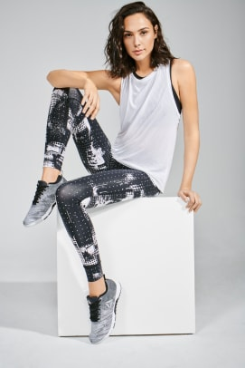 gal-gadot-reebok-fitness-training-collection-3