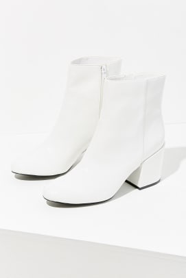 urban-outfiotters-white-patent-boot