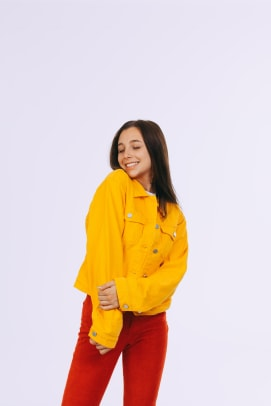 bda739094395 emma-chamberlain-high-key-yellow-jacket-1 ...