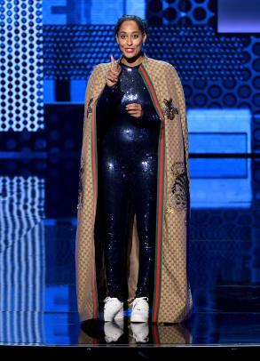 2-2018-amas-american-music-awards-tracee-ellis-ross-outfits-black-designers-dapper-dan-gucci