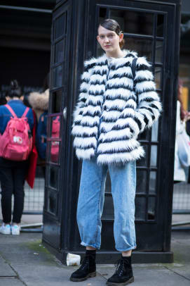 2-london-fashion-week-spring-2018-street-style-day-5