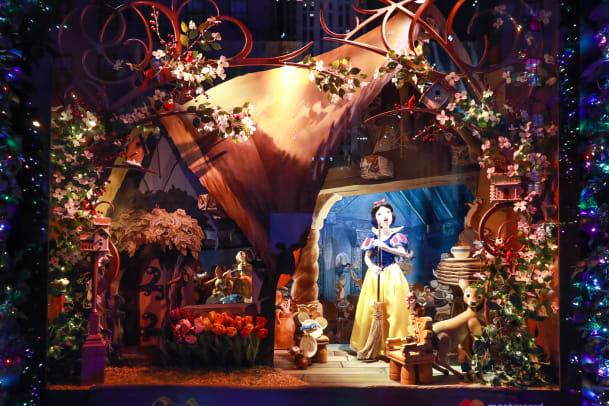 Saks x Disney Holiday Window (3)