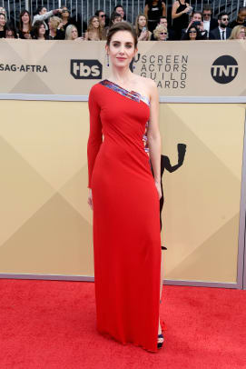alison-brie-sag-awards-2018-red-carpet-fashion