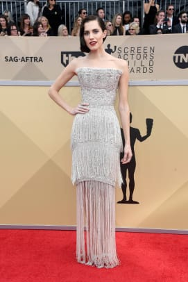 allison-williams-sag-awards-2018-red-carpet-fashion