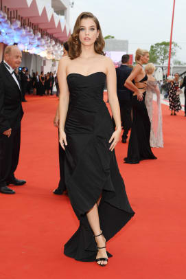 barbara-palvin-venice-film-festival-2019-red-carpet-fashion