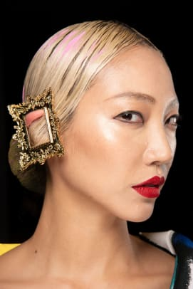 Moschino-Spring-2020-makeup-05
