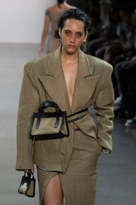 spring-2020-trends-tiny-bags-barragan