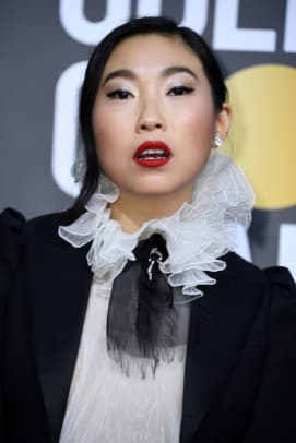 awkwafina-golden-globes-best-hair-makeup-2020