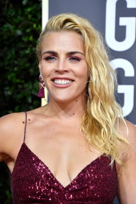 busy-philipps-golden-globes-best-hair-makeup-2020