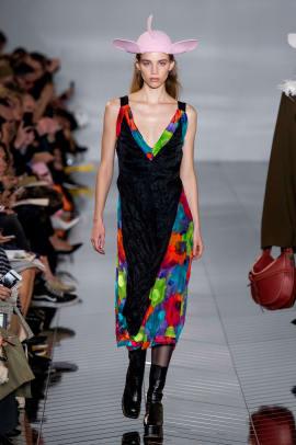 statement hats paris fashion week fall 2019 trend-8