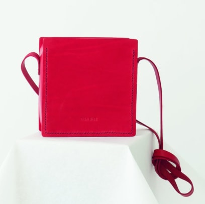 iala-diez-red-bag