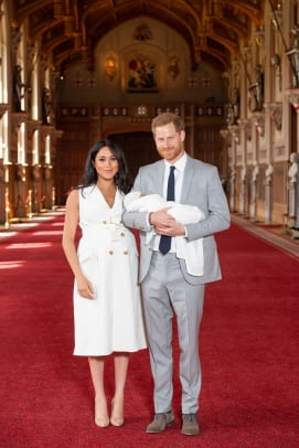 meghan-markle-wore-givenchy-baby-birth-announcement-photo-outfit-1